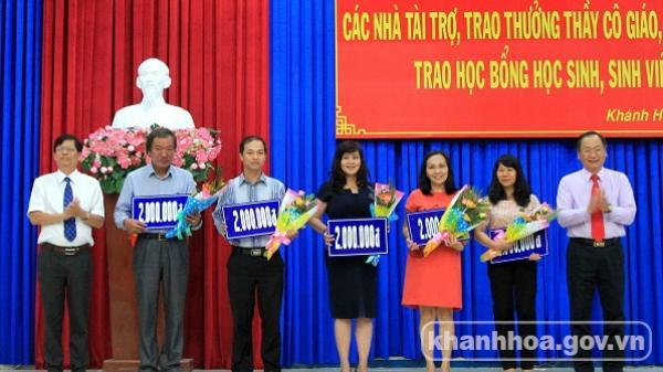 Khánh Hòa: Tôn vinh 35 nhà tài trợ và trao thưởng, học bổng cho 312 giáo viên, học sinh, sinh viên
