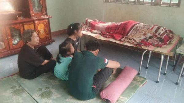 Quặn lòng cảnh 3 đứa con khóc ngất bên th.i th.ể người mẹ sau tai nạn giao thông