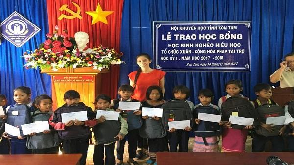 Tổ chức phi chính phủ Xuân – Cộng hòa Pháp tiếp tục tài trợ học bổng cho học sinh nghèo hiếu học tại Kon Tum