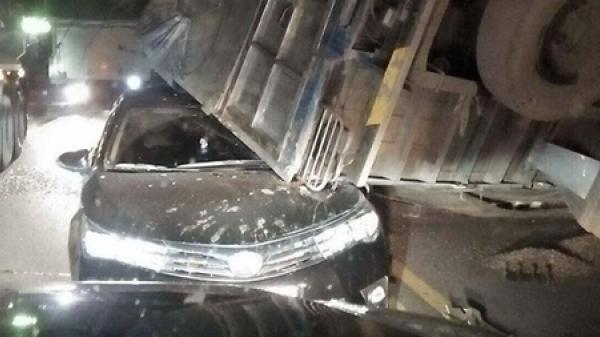 Tông liên hoàn, xe tải đè bẹp Altis trên cao tốc Nội Bài - Lào Cai