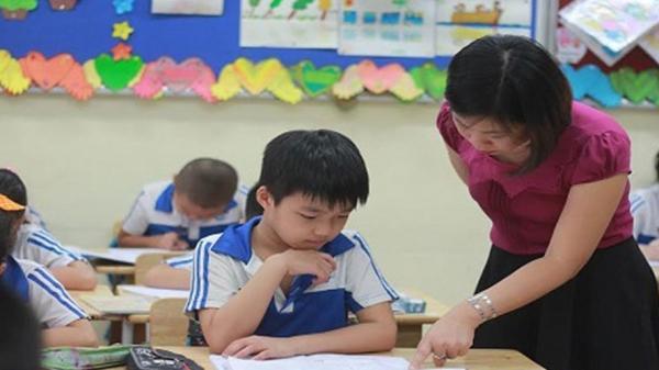 """Đề xuất tăng lương giáo viên bị từ chối: """"Đáng tiếc"""" nhưng không bất ngờ"""