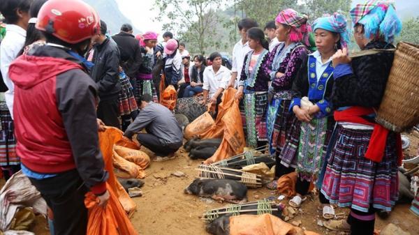Phiên chợ cổ dưới chân núi Hoàng Liên Sơn