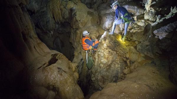 """Hành trình khám phá hang Cống Nước sâu nhất VN ở Lai Châu: """"Tôi gãy xương đùi, vỡ đốt sống ngực..."""""""