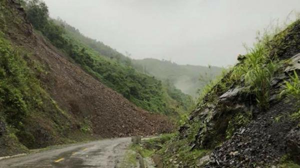 Quốc lộ 12 Lai Châu đi Điện Biên tê liệt vì sạt lở đất