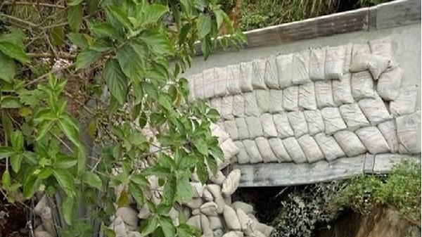 Lai Châu: Xe tải chở xi măng lao xuống vực, tài xế tử vong trong cabin