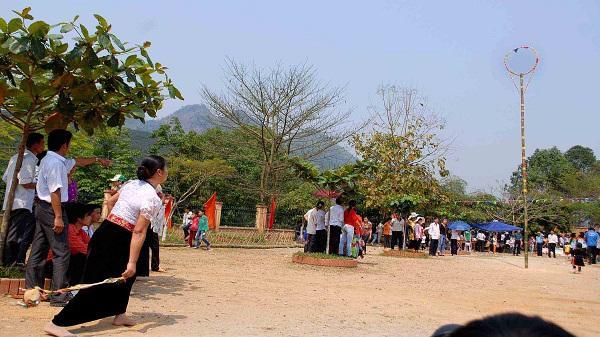 Tung Còn - trò chơi độc đáo của dân tộc Thái