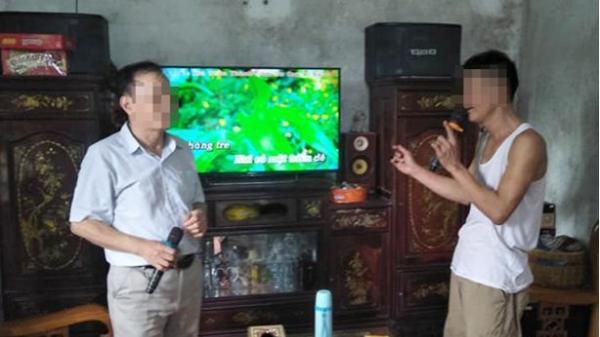 """Hà Tĩnh: Cơ khổ khi """"nhà bên"""" hát karaoke"""