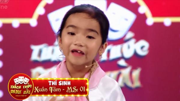 """Cười nghiêng ngả với màn đối đáp của cô bé 6 tuổi Lâm Đồng khiến danh hài Trấn Thành, Trường Giang """"rối não"""""""
