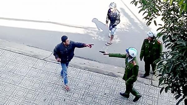 Khởi tố, bắt giam đối tượng cầm dao lao vào phòng công chứng đập phá khiến hàng chục người bỏ chạy