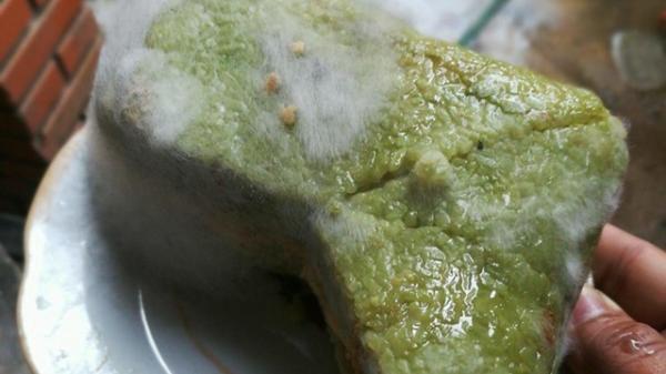Nguy cơ ngộ độc trong bánh chưng BỊ MỐC, cố cắt đi phần mốc để ăn là tiếp tay cho ung thư ác tính
