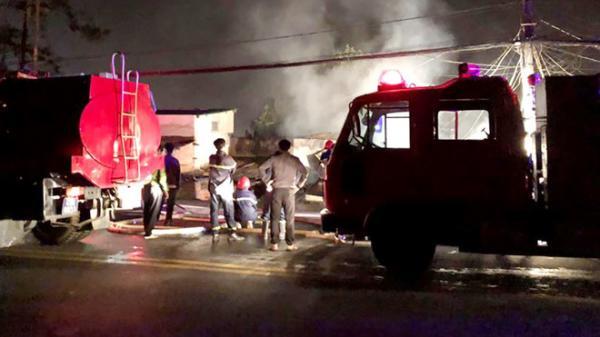 Đà Lạt: Clip cháy lớn trong đêm 5 người thiệt mạng, hàng chục xe cứu hỏa được huy động