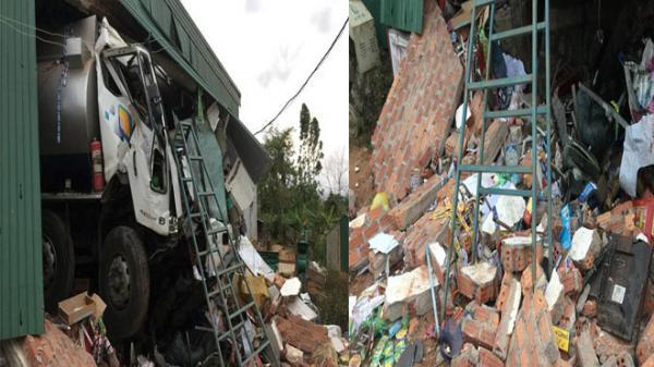 Tai nạn khủng khiếp xe bồn chở xăng dầu tông xuyên qua nhà dân trong đêm khiến thiệt hại gần 1 tỷ đồng