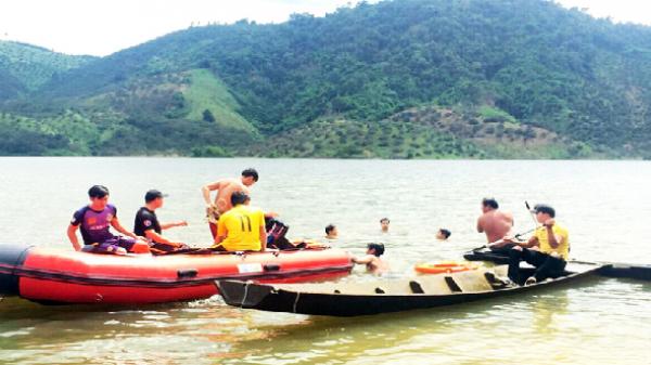 Chèo thuyền trên hồ thủy lợi, 2 học sinh chết đuối thương tâm