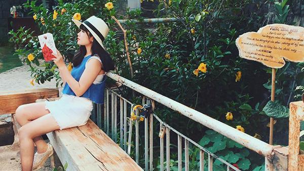 Đà Lạt mộng mơ đẹp 'lịm tim' trong những bức hình của nữ MC xinh đẹp