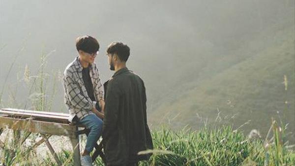 """Có một Đà Lạt chênh vênh hơn chữ """"tình"""" trong bộ ảnh đẹp như mơ của 2 chàng trai đồng tính"""