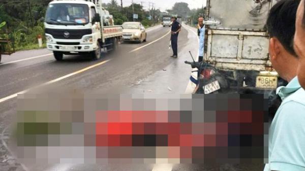 Xe máy biển số Lâm Đồng tông vào đuôi xe tải, cặp đôi 9X tử vong