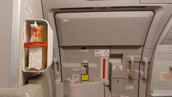 Nam thanh niên táy máy mở cửa thoát hiểm máy bay lộ trình Đà Lạt đi Hà Nội, bị phạt ngay 2 triệu đồng