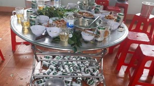 Tây Nguyên: Chủ tịch xã ngang nhiên cùng cán bộ ăn nhậu trong giờ hành chính