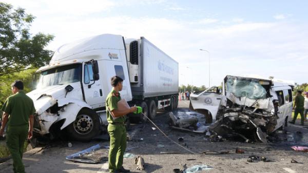 Nóng: Xe đi rước dâu gặp tai nạn thảm khốc, chú rể và 12 người tử vong