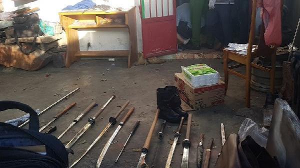 Phát hiện kho vũ khí trong nhà nghi can giết người rồi vứt xác