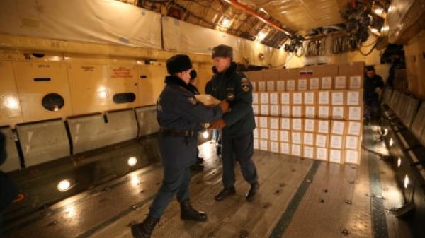 Người Nga gửi đường, sữa, thịt cá... hỗ trợ Việt Nam khắc phục bão lũ