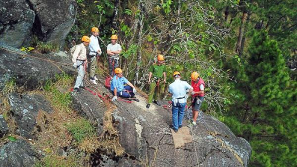 Thẩm định hoạt động du lịch mạo hiểm 'Leo vách đá' tại Lâm Đồng