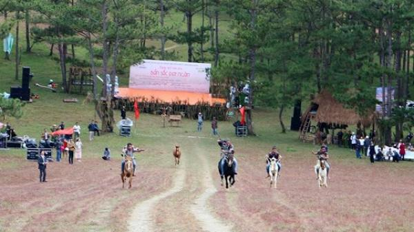 Độc đáo giải đua ngựa không yên ở Đà Lạt