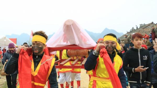 Lễ hội Ná Nhèm (Lạng Sơn): Người dân trong xã sẽ trạm khắc 'của quý' to bằng năm ngoái