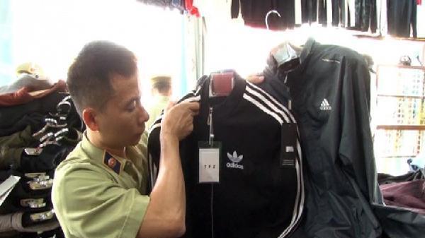Lạng Sơn: 3 cửa hàng bán quần áo giả nhãn hiệu Adidas bị phát hiện