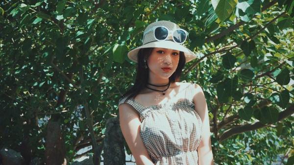 """Hot girl Lạng Sơn có giọng hát như """"rót mật vào tai"""""""