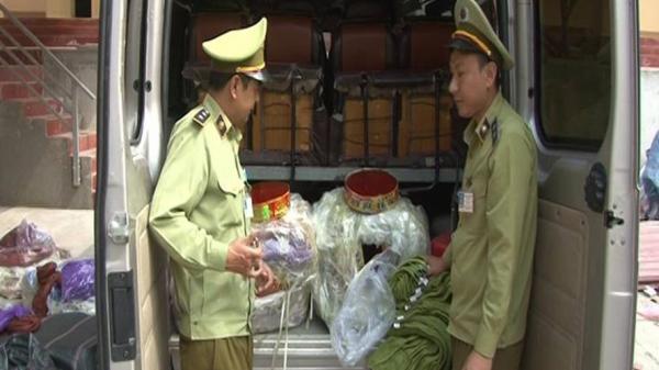 Lạng Sơn: Phát hiện gần 60 kg pháo nổ trên xe khách