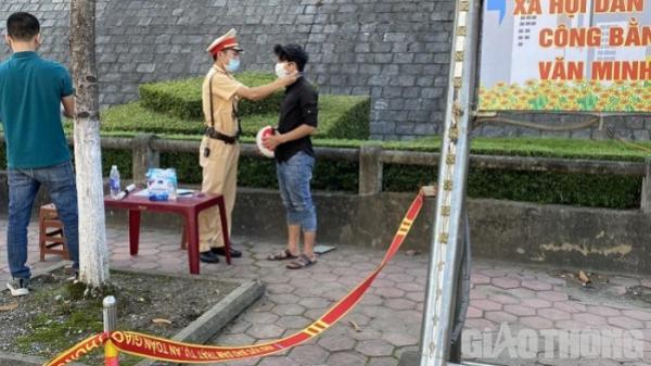 Lào Cai: Bị phạt, người dân mới giật mình, vội... đeo khẩu trang