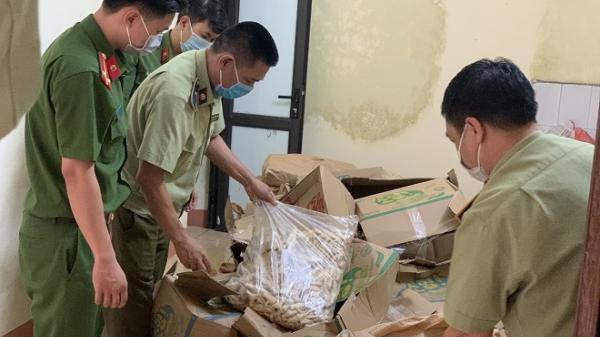 Lào Cai: Phát hiện và tiêu hủy hơn 1 tấn chân gà không rõ nguồn gốc