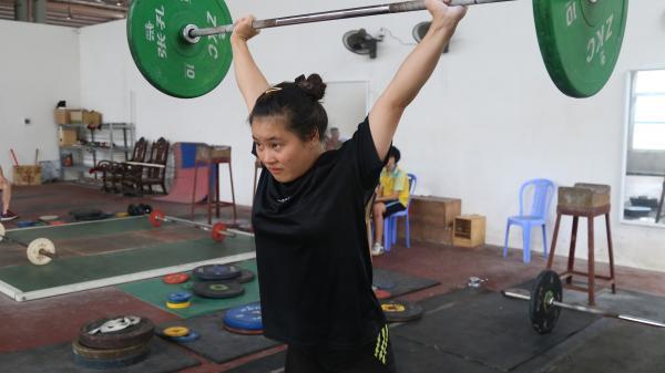 Cô gái mang vinh quang cho cử tạ Lào Cai