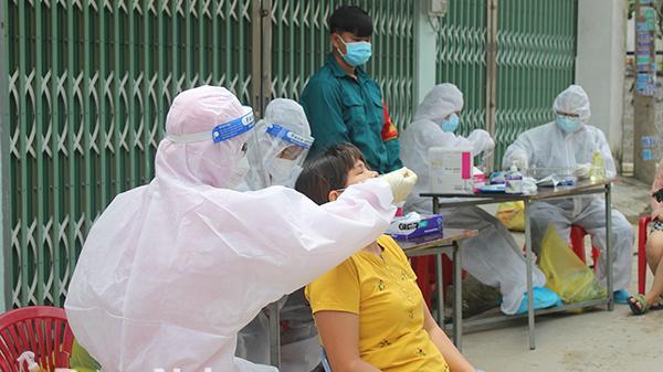 Vừa gỡ phong tỏa sau 5 ngày, phát hiện 50 ca nhiễm Covid-19 mới trong một phường