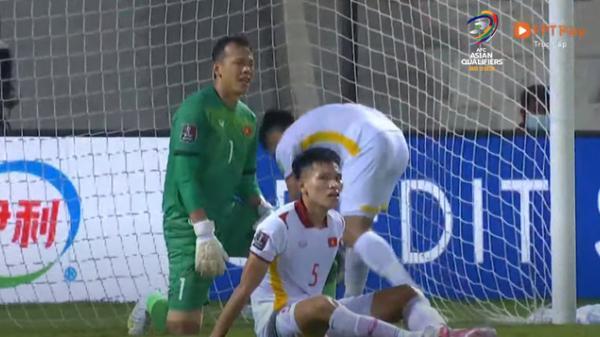 """Dân mạng """"quay xe"""" chỉ trích thậm tệ HLV Park Hang-seo và cầu thủ trẻ Thanh Bình, tấn công Facebook Tấn Trường"""