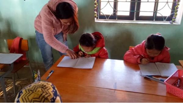 Cô bé Điện Biên hỏng một mắt vẫn viết chữ đẹp như sách in