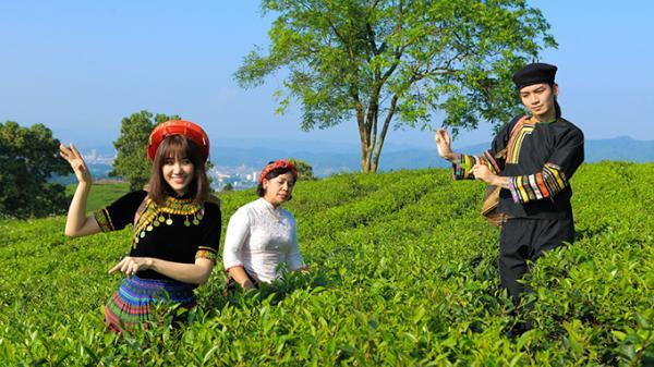Hari Won và BB Trần dạo chơi Lào Cai, trầm trồ trước các món ăn đặc sản nổi tiếng