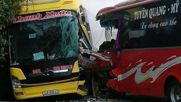 Xe khách Lào Cai và Tuyên Quang tông trực diện, nhiều hành khách phá cửa kính thoát thân