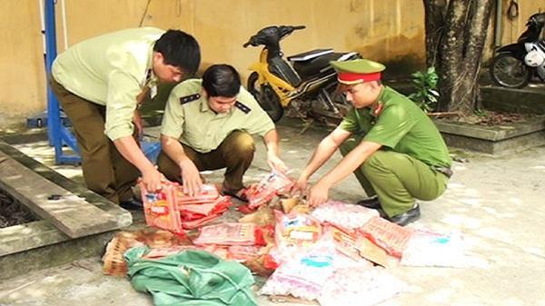Bảo Yên bắt giữ gần 100 kg xúc xích, chả cá không rõ nguồn gốc