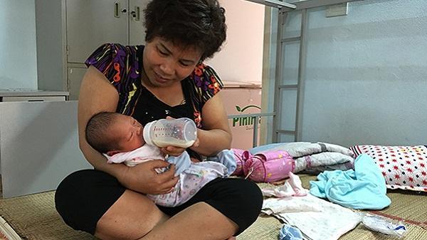 Trung tâm công tác xã hội tỉnh tiếp nhận cháu bé 3 ngày tuổi bị bỏ rơi