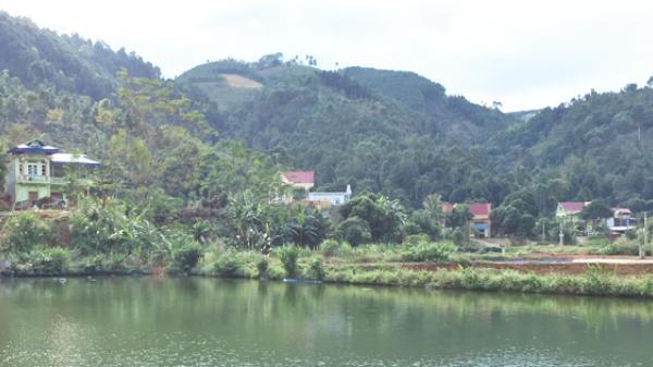 """Lào Cai: Biệt thự """"mọc"""" giữa đất nghèo"""