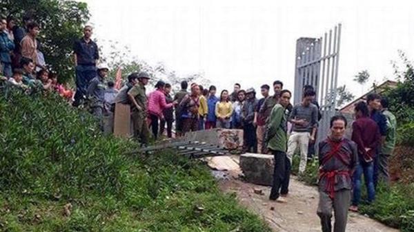 Lào Cai: Sập cổng trường, một bé trai 8 tuổi tử vong thương tâm
