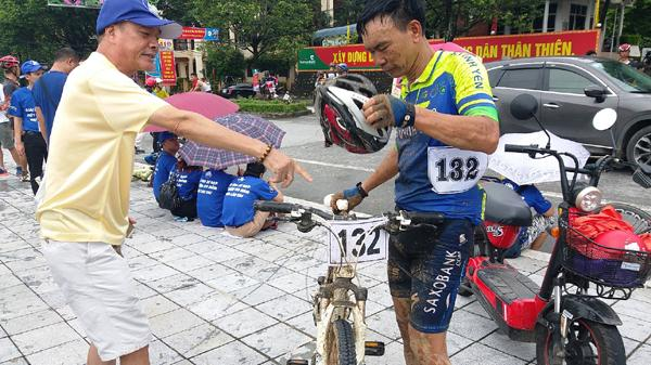 Chuyện nhặt bên lề Giải đua xe đạp 'Một đường đua, hai quốc gia Việt Nam – Trung Quốc năm 2017'