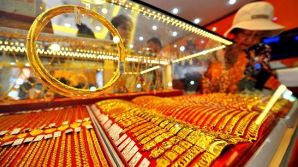 Giá vàng quay đầu giảm, vàng nhẫn mất 130.000 đồng/lượng