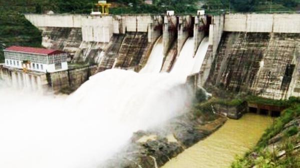 Nhà máy Thủy điện Bắc Hà xả lũ, sông Chảy lũ  lên trên báo động 2