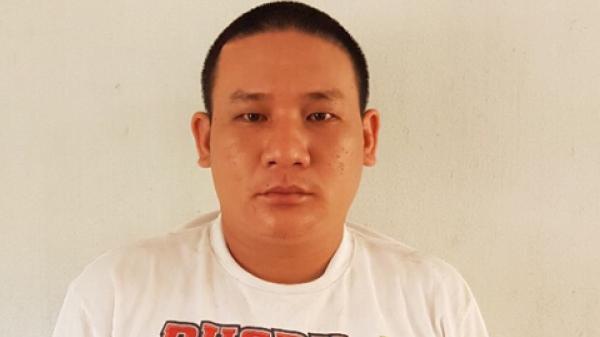Phú Thọ: Tên cướp bắt tài xế taxi cởi quần áo rồi đẩy xuống đường