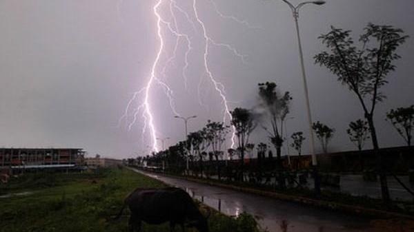 Dự báo thời tiết: Vài ngày tới xuất hiện áp thấp nhiệt đới, khả năng tăng lên thành bão