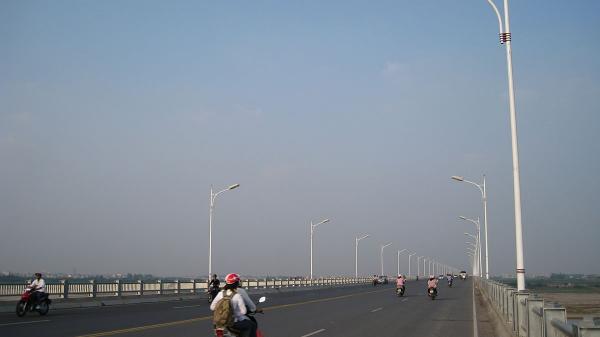 NÓNG: Một người đàn ông bỏ lại xe mang biển số Ninh Bình, nhảy cầu Vĩnh Tuy t.ự tử