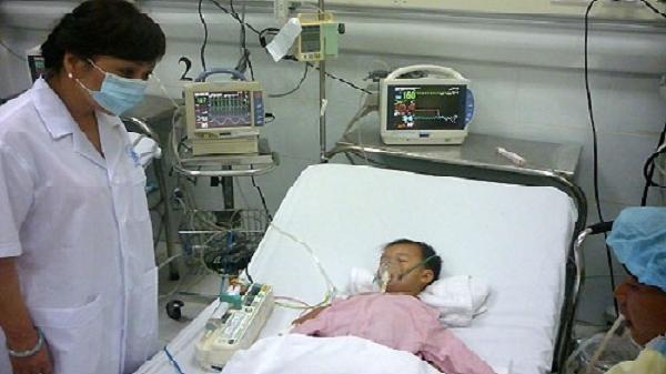 Một trẻ ở Hải Dương bị viêm não Nhật Bản nặng vì cha mẹ quên không tiêm vắc xin